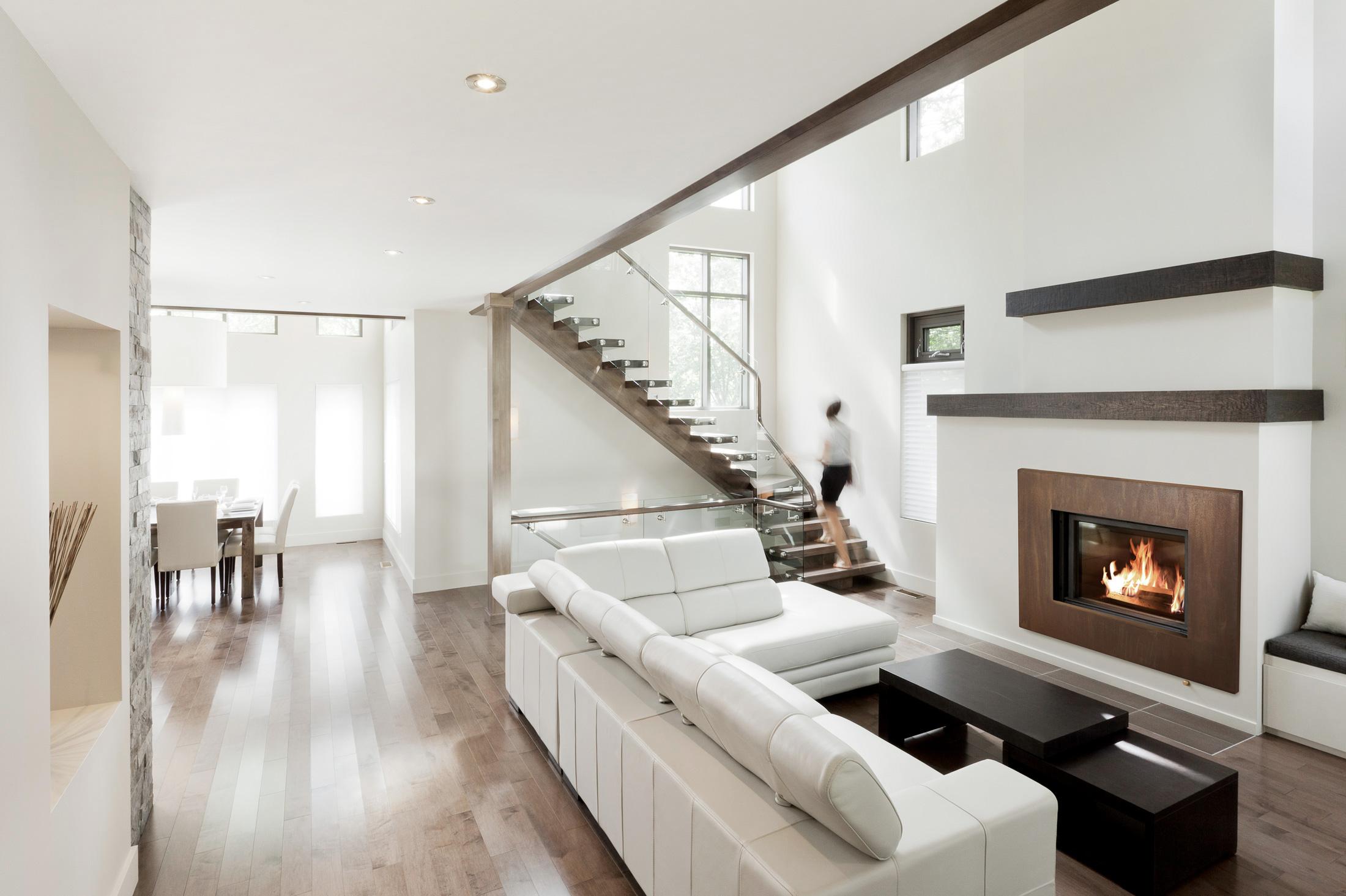 intérieur maison salon escalier foyer