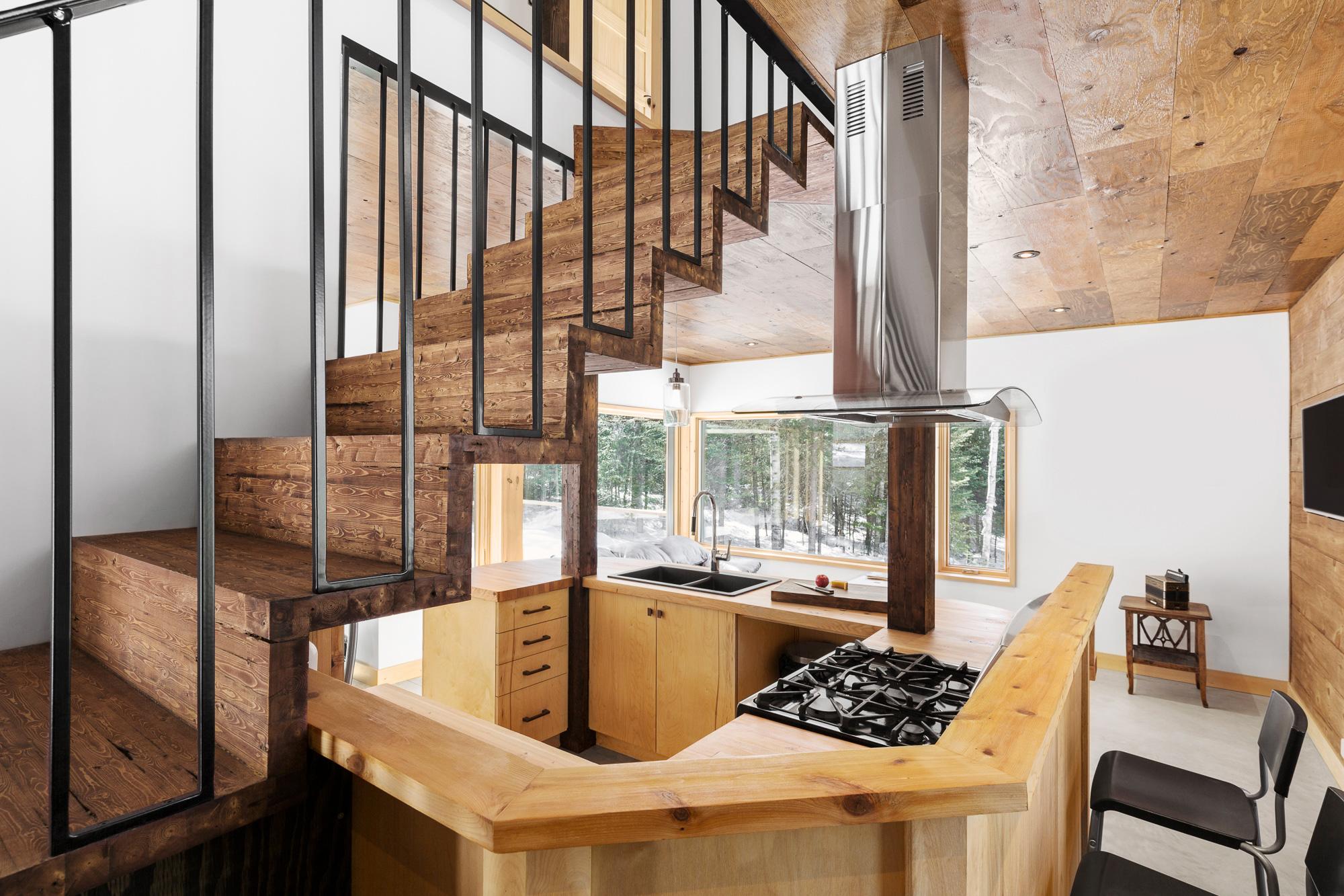 maison cuisine escalier bois