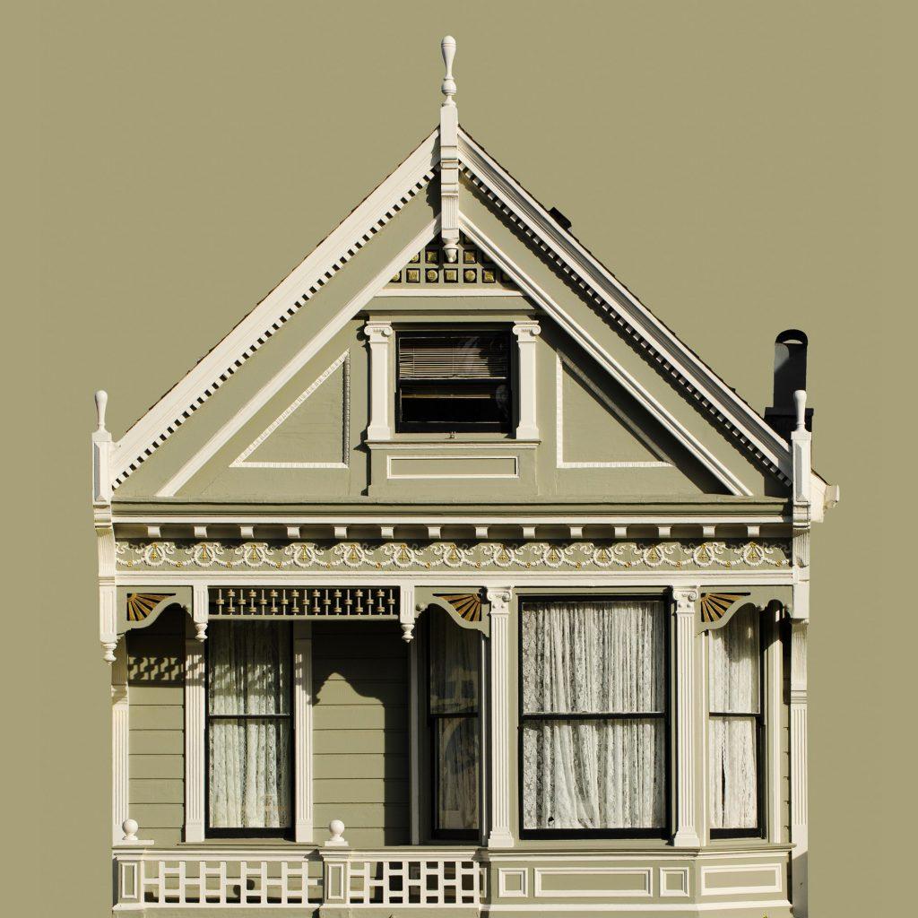 façade maison victorienne Painted Ladies rideaux blancs