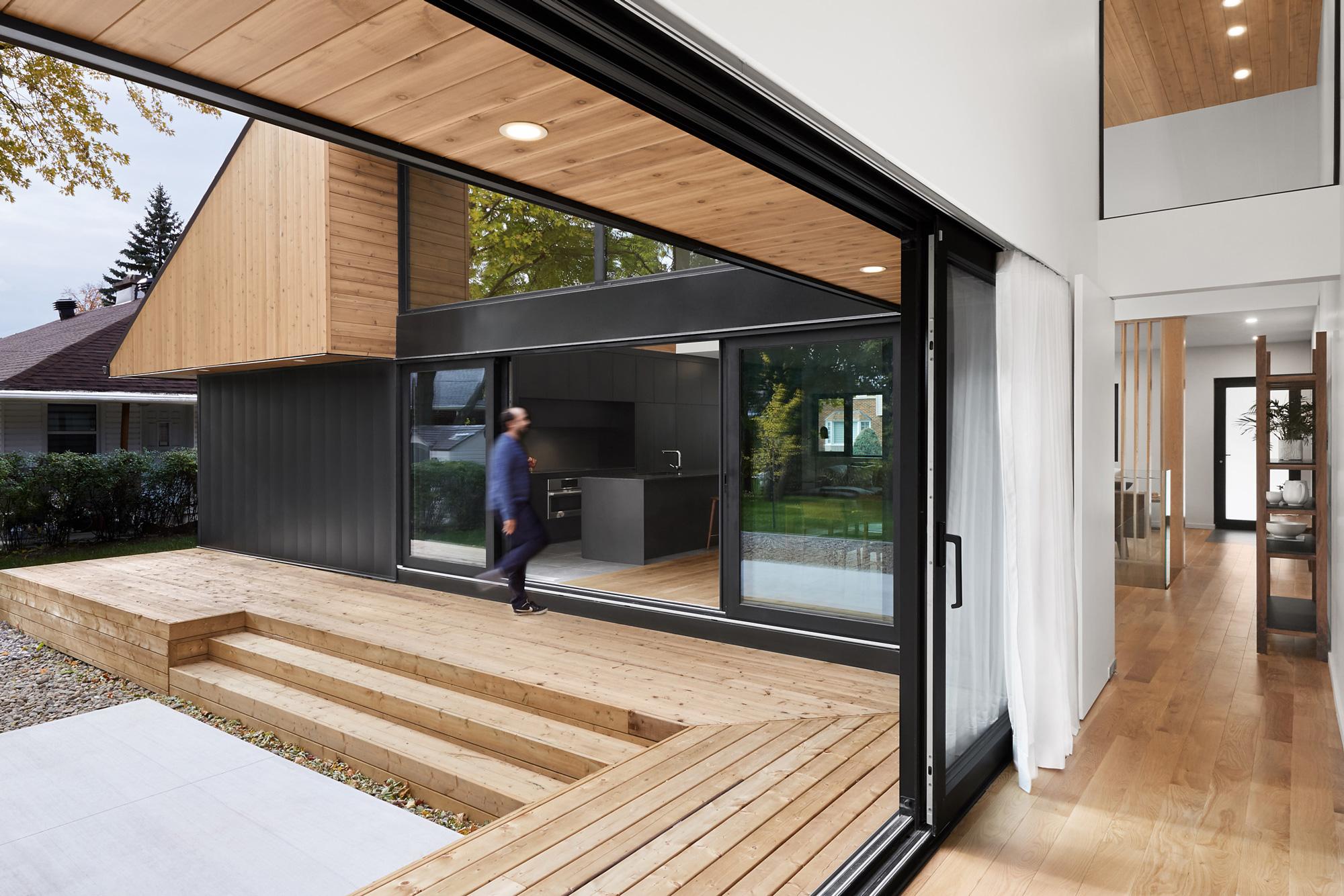 Vue exterieure interieur maison porte-patio