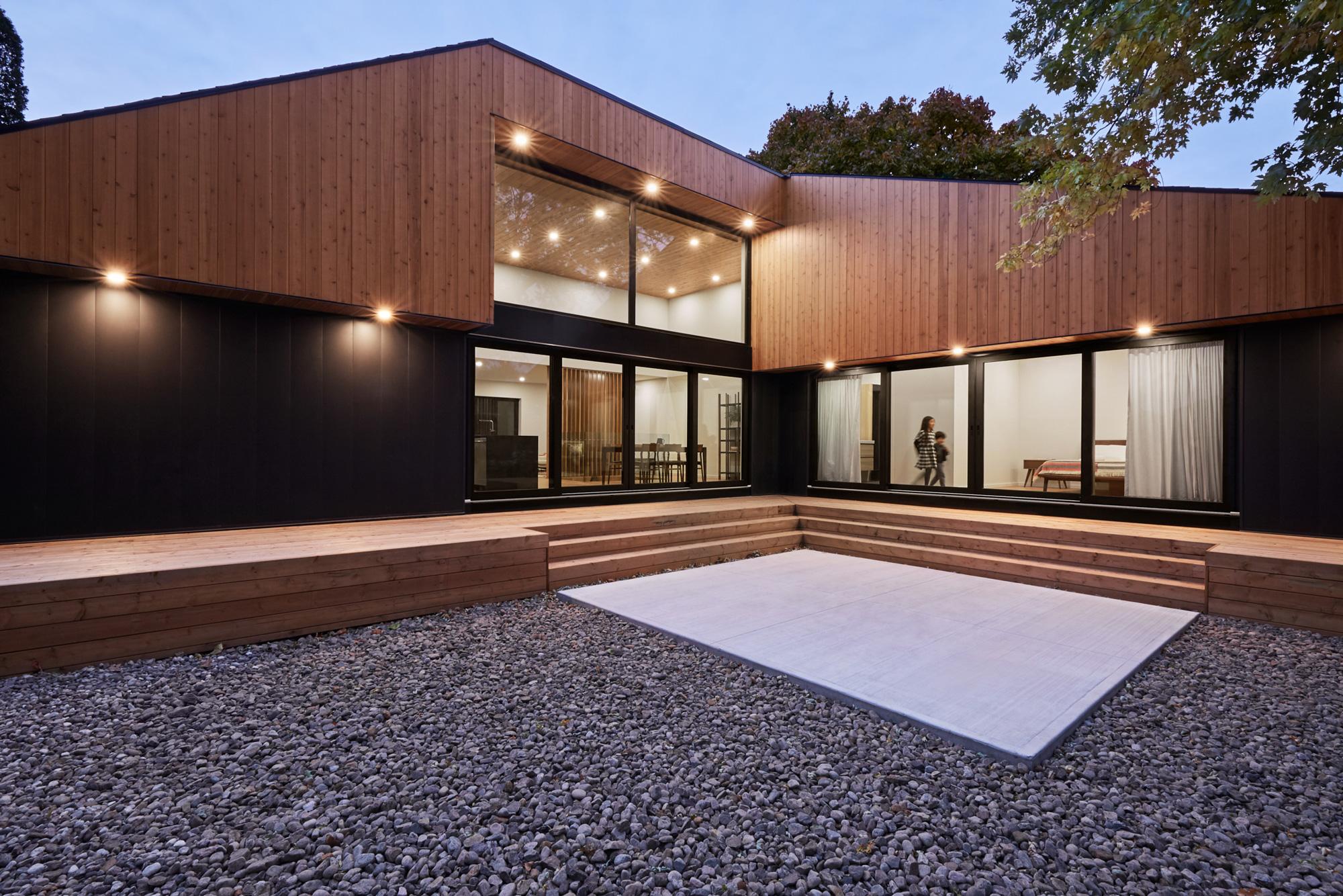 exterieur residence bois metal heure bleue