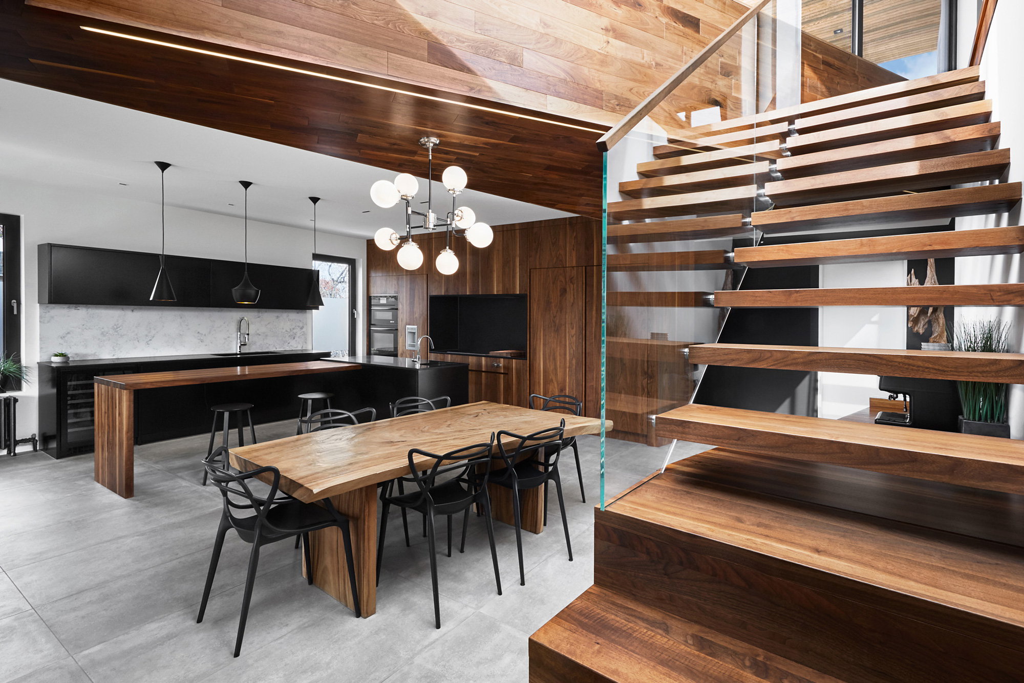 cuisine aire ouverte escalier noyer