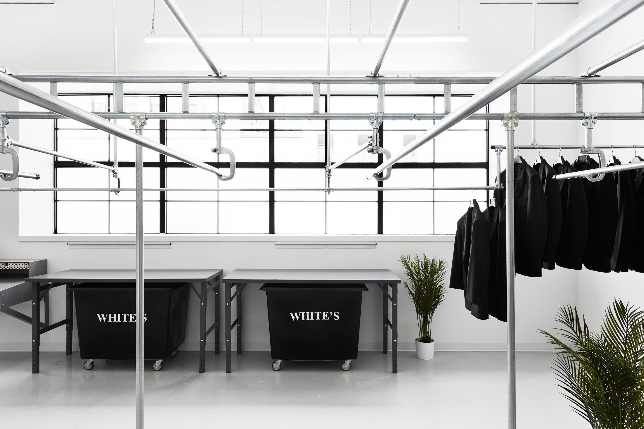 usine rack vetements bacs white's