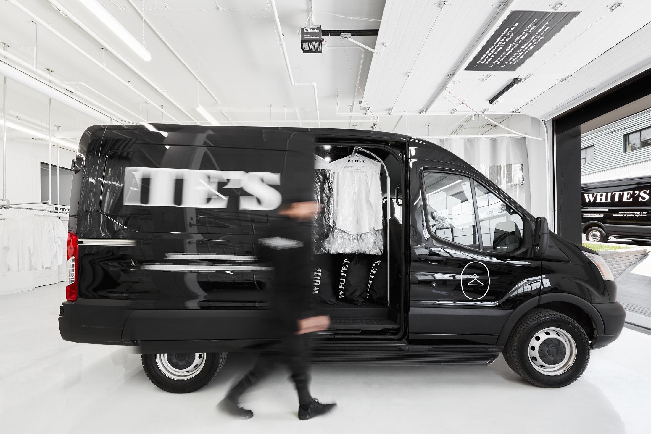 usine garage blanc camion noir